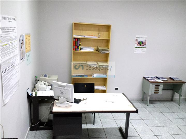 Ufficio / Studio in affitto a Altamura, 3 locali, zona Località: CENTRO, prezzo € 400 | Cambio Casa.it