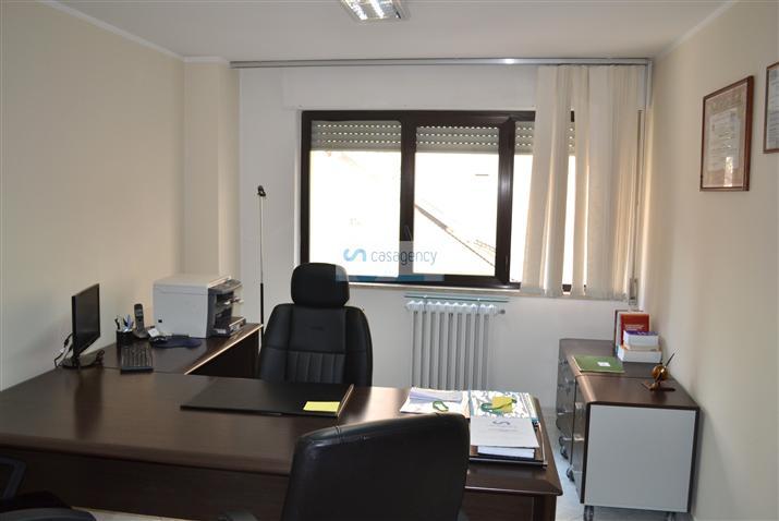 Ufficio / Studio in affitto a Altamura, 4 locali, zona Località: VIA SELVA, prezzo € 450 | Cambio Casa.it