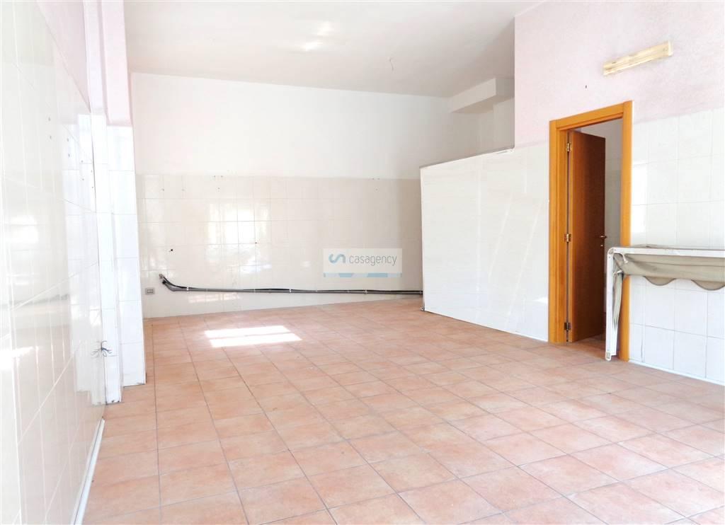 Negozio / Locale in affitto a Altamura, 9999 locali, zona Località: VIA MANZONI, prezzo € 450 | Cambio Casa.it