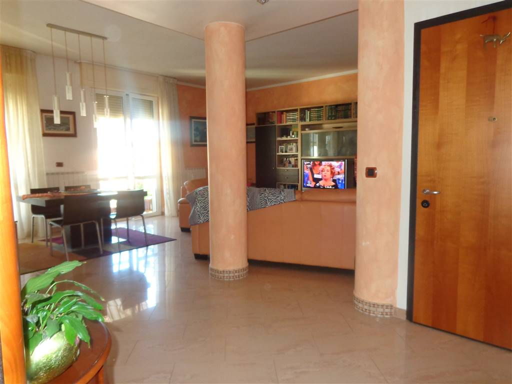 Appartamento in vendita a Livorno, 6 locali, zona Località: ARDENZA MARE, prezzo € 330.000 | Cambio Casa.it
