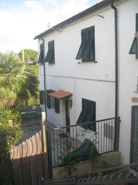 Soluzione Indipendente in vendita a Livorno, 6 locali, zona Zona: Antignano, prezzo € 220.000 | CambioCasa.it