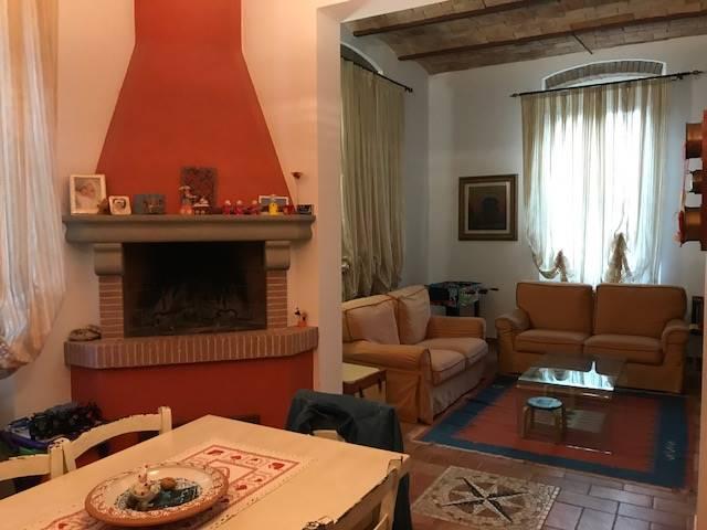 Soluzione Indipendente in affitto a Livorno, 5 locali, zona Zona: Quercianella, prezzo € 900 | CambioCasa.it