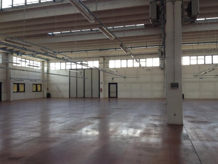 Capannone in vendita a Povegliano, 9999 locali, prezzo € 890.000   CambioCasa.it