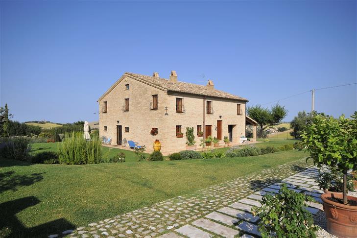 Soluzione Indipendente in vendita a Fermo, 15 locali, prezzo € 795.000 | Cambio Casa.it