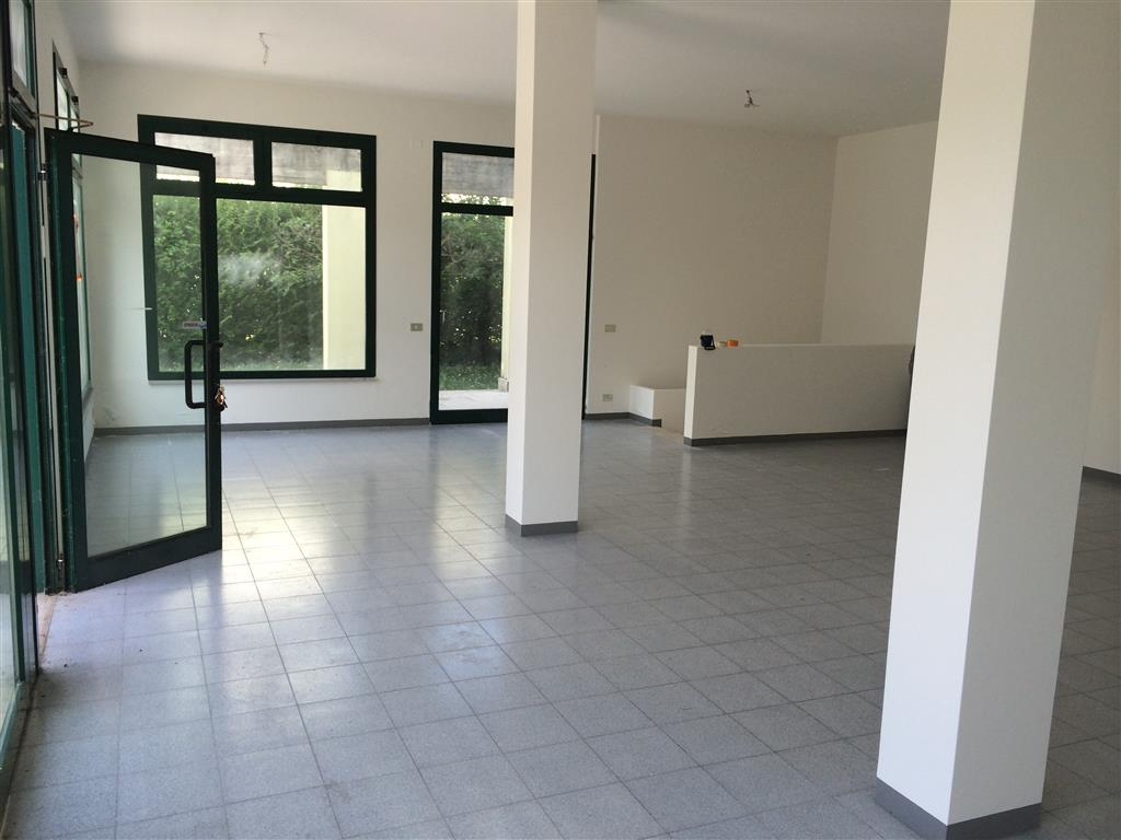 Negozio / Locale in vendita a San Biagio di Callalta, 1 locali, zona Zona: Rovaré, prezzo € 90.000 | CambioCasa.it