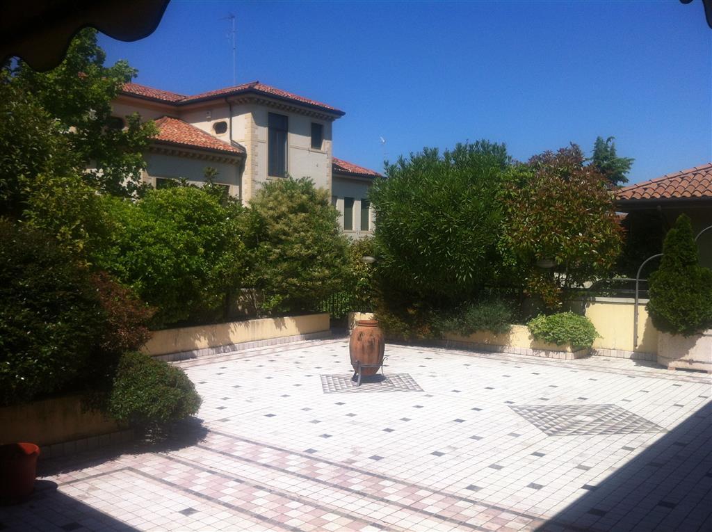 Appartamento in vendita a Treviso, 9 locali, zona Zona: Fuori Mura, prezzo € 550.000 | Cambio Casa.it