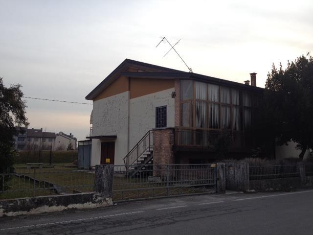 Soluzione Indipendente in vendita a Santa Lucia di Piave, 8 locali, zona Zona: Santa Lucia, prezzo € 250.000   Cambio Casa.it