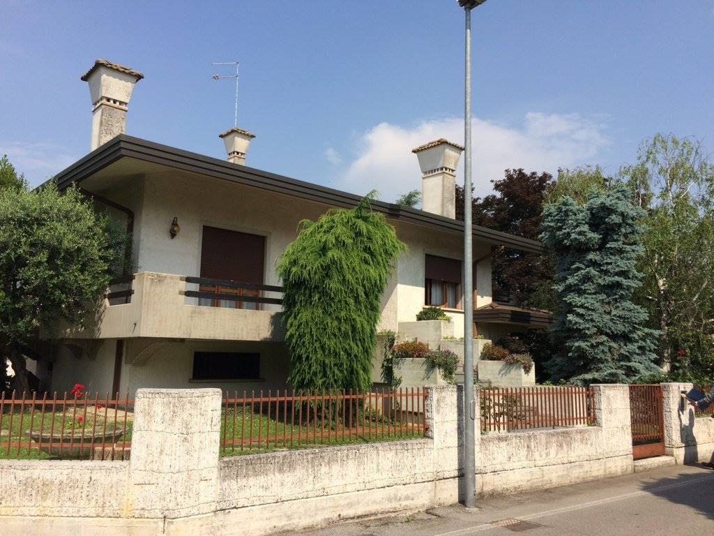 Villa Bifamiliare in vendita a Preganziol, 15 locali, prezzo € 360.000 | Cambio Casa.it
