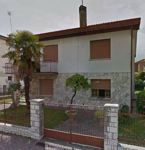 Soluzione Indipendente in vendita a Treviso, 15 locali, zona Zona: S. Maria del Rovere , prezzo € 250.000 | Cambio Casa.it