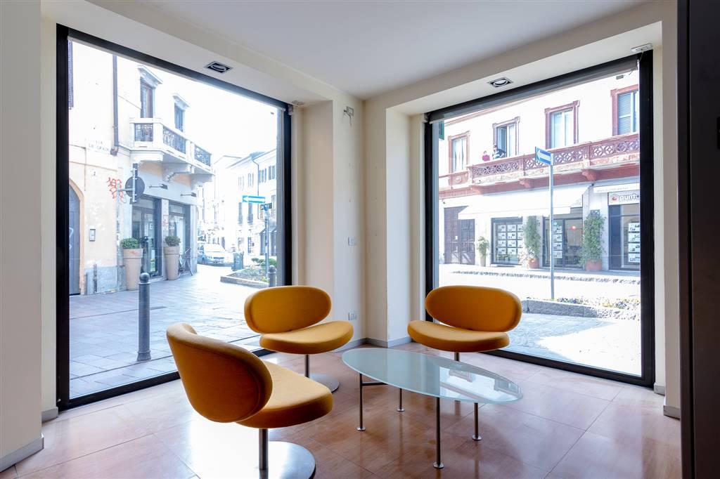Ufficio-studio in Affitto a Monza: 5 locali, 555 mq