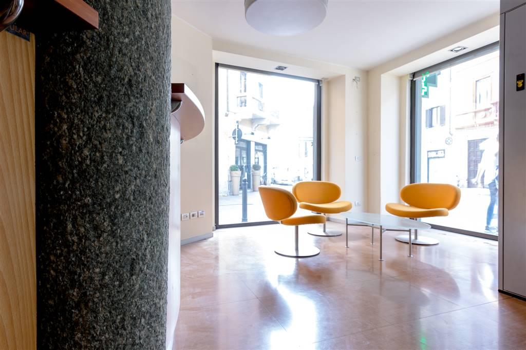 Ufficio-studio in Affitto a Monza: 5 locali, 345 mq