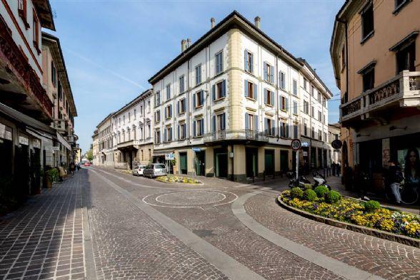 Ufficio-studio in Affitto a Monza: 5 locali, 767 mq
