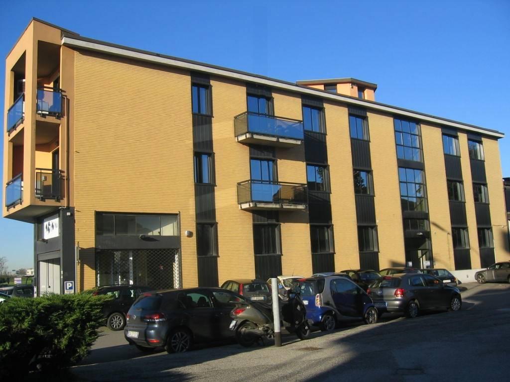 Ufficio-studio in Affitto a Monza: 5 locali, 122 mq