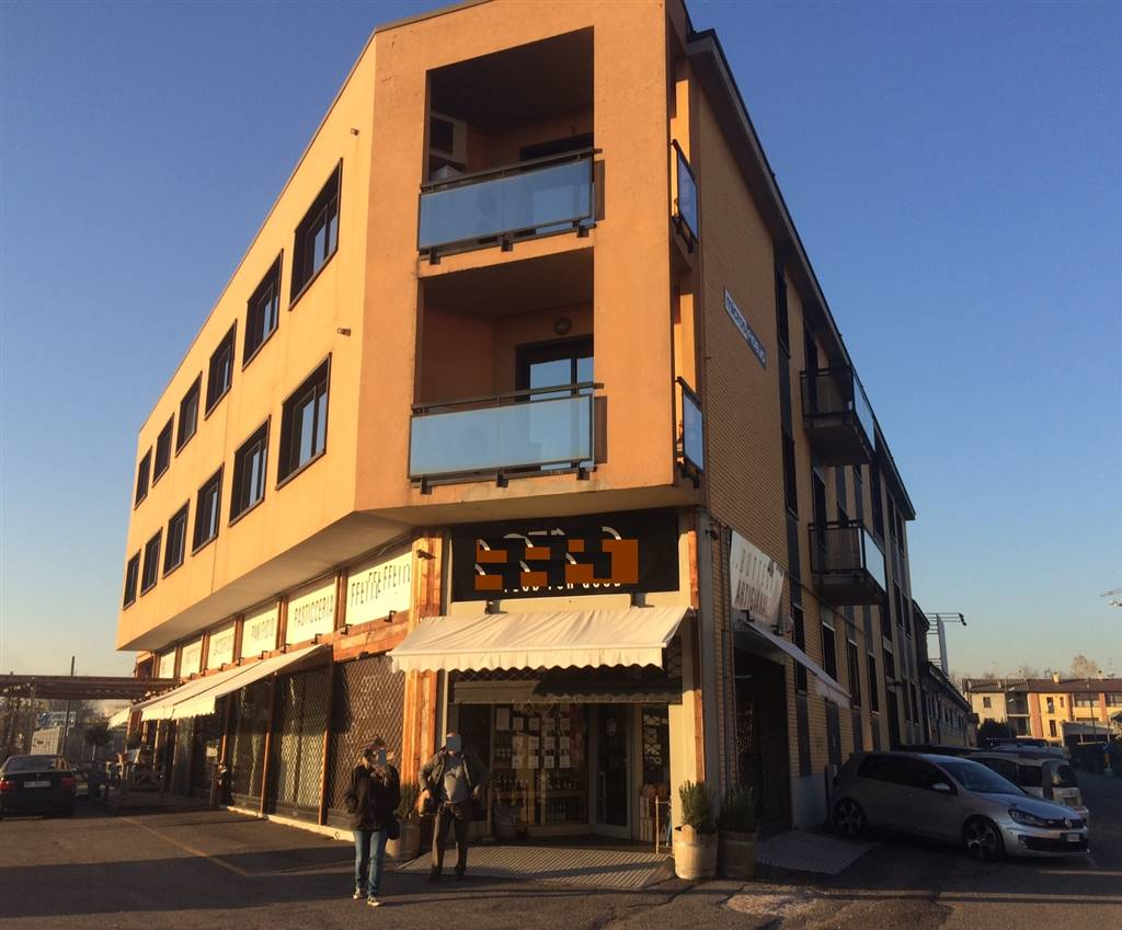 Ufficio-studio in Affitto a Monza: 4 locali, 140 mq