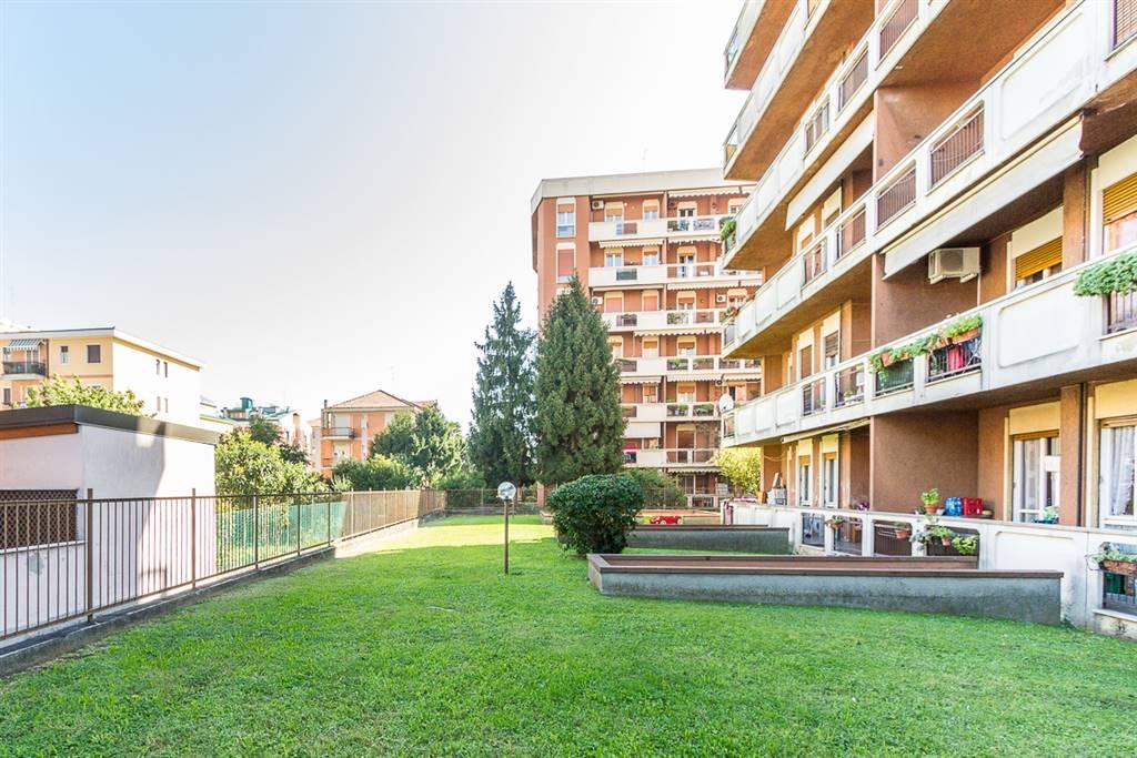Appartamento in Vendita a Monza: 3 locali, 102 mq