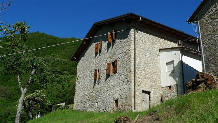 Rustico / Casale in vendita a Grizzana Morandi, 8 locali, zona Zona: Puzzola, prezzo € 195.000 | CambioCasa.it