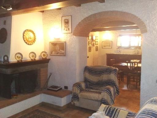 Rustico / Casale in vendita a Borgo San Lorenzo, 16 locali, zona Località: IMMEDIATE VICINANZE, Trattative riservate | Cambio Casa.it