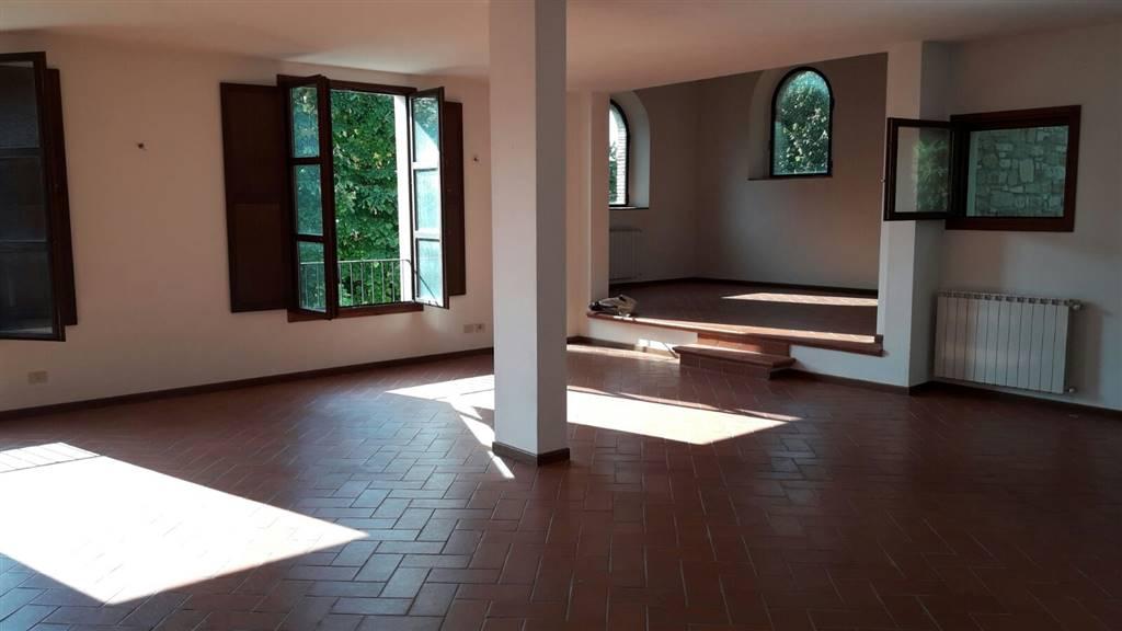 Appartamento in affitto a Borgo San Lorenzo, 4 locali, zona Località: RONTA, prezzo € 650 | CambioCasa.it