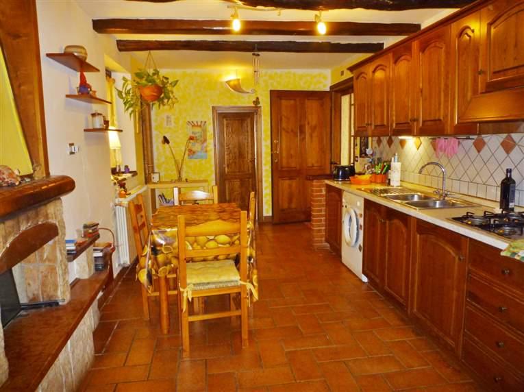Appartamento in vendita a Vicchio, 3 locali, zona Località: CASELLE, prezzo € 88.000 | CambioCasa.it