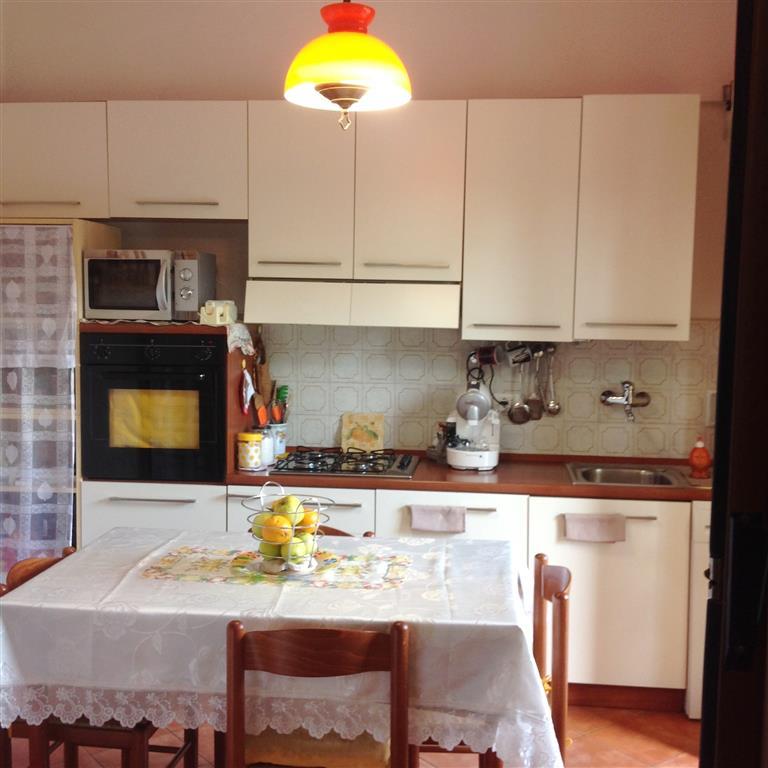 Appartamento in vendita a Vicchio, 4 locali, zona Località: PAESE, prezzo € 140.000 | CambioCasa.it