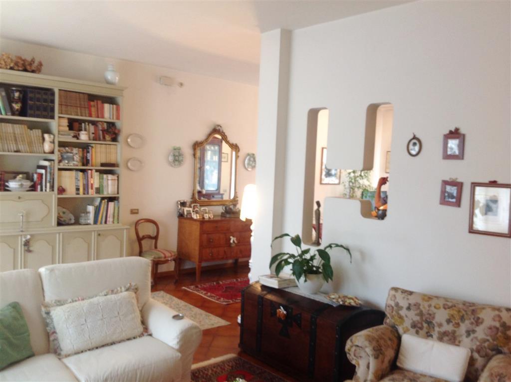 Soluzione Indipendente in vendita a Borgo San Lorenzo, 10 locali, zona Località: PAESE, prezzo € 320.000 | Cambio Casa.it