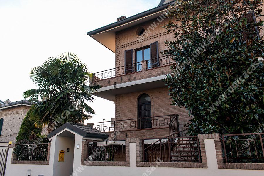 Villa-Villetta  in Vendita a Carugate