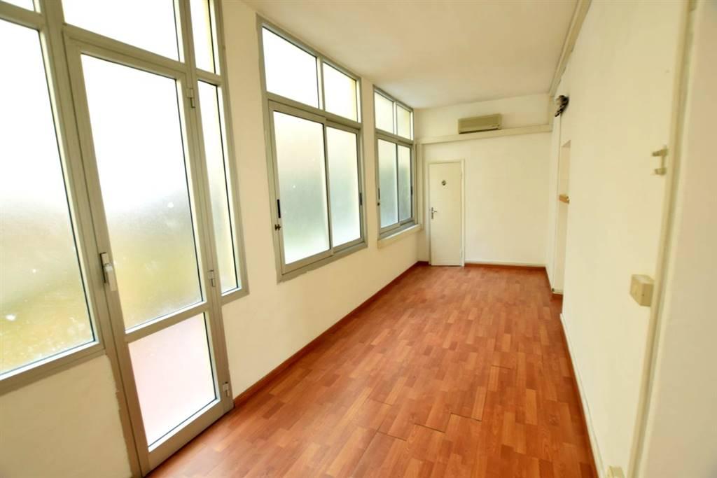 Affitto ufficio centro livorno agenzia immobiliare for Centro ufficio