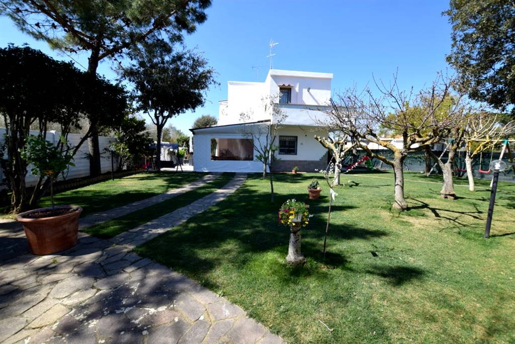 Villa in Vendita a Livorno: 5 locali, 220 mq