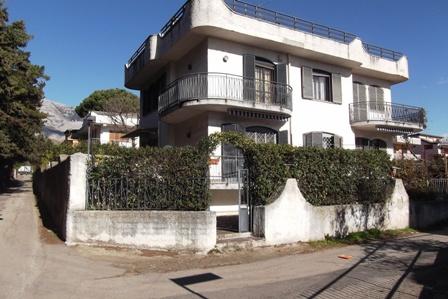 Villa in vendita a Formia, 8 locali, zona Zona: Gianola, prezzo € 550.000 | CambioCasa.it