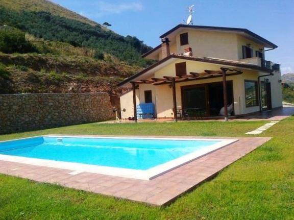 Villa in vendita a Itri, 4 locali, prezzo € 460.000 | CambioCasa.it