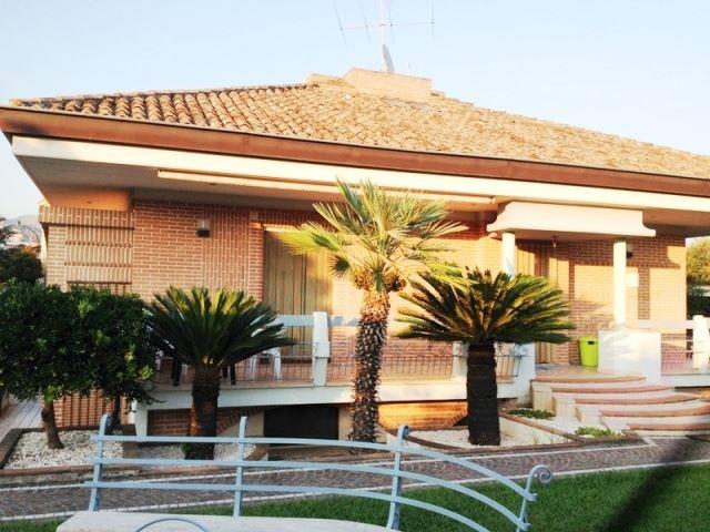 Villa in vendita a Formia, 9 locali, zona Zona: Gianola, prezzo € 550.000 | CambioCasa.it