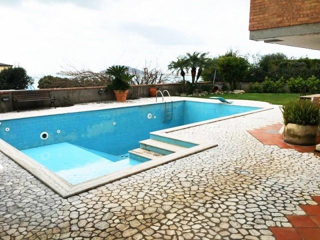 Villa in vendita a Formia, 9 locali, prezzo € 1.250.000 | CambioCasa.it