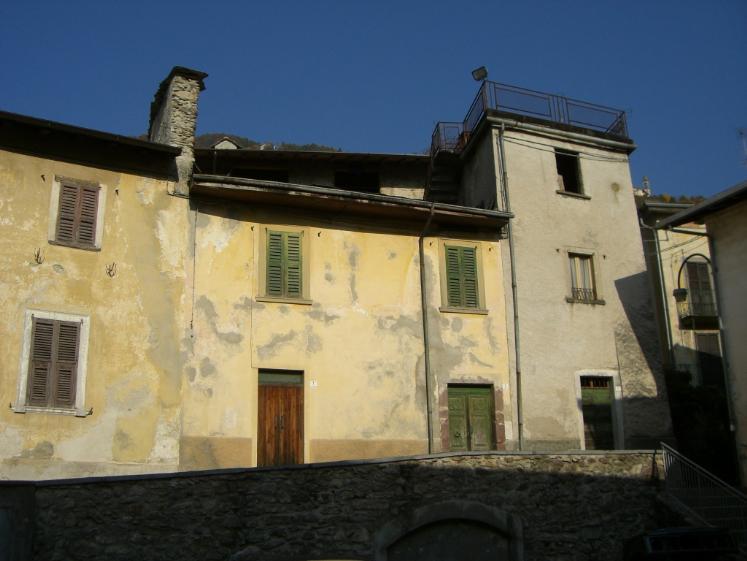 Rustico / Casale in vendita a Roncobello, 4 locali, zona Zona: Bordogna, prezzo € 26.000 | Cambio Casa.it