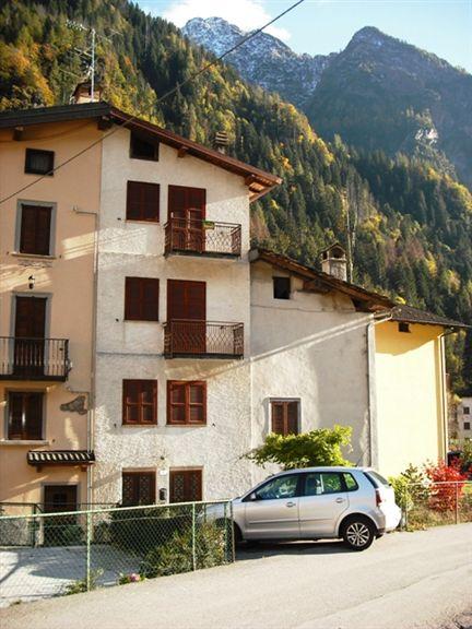 Soluzione Indipendente in vendita a Isola di Fondra, 6 locali, zona Zona: Trabuchello, prezzo € 89.000 | Cambio Casa.it