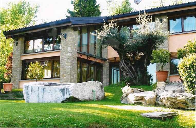 Case zandobbio compro casa zandobbio in vendita e affitto for Affitto villa bergamo