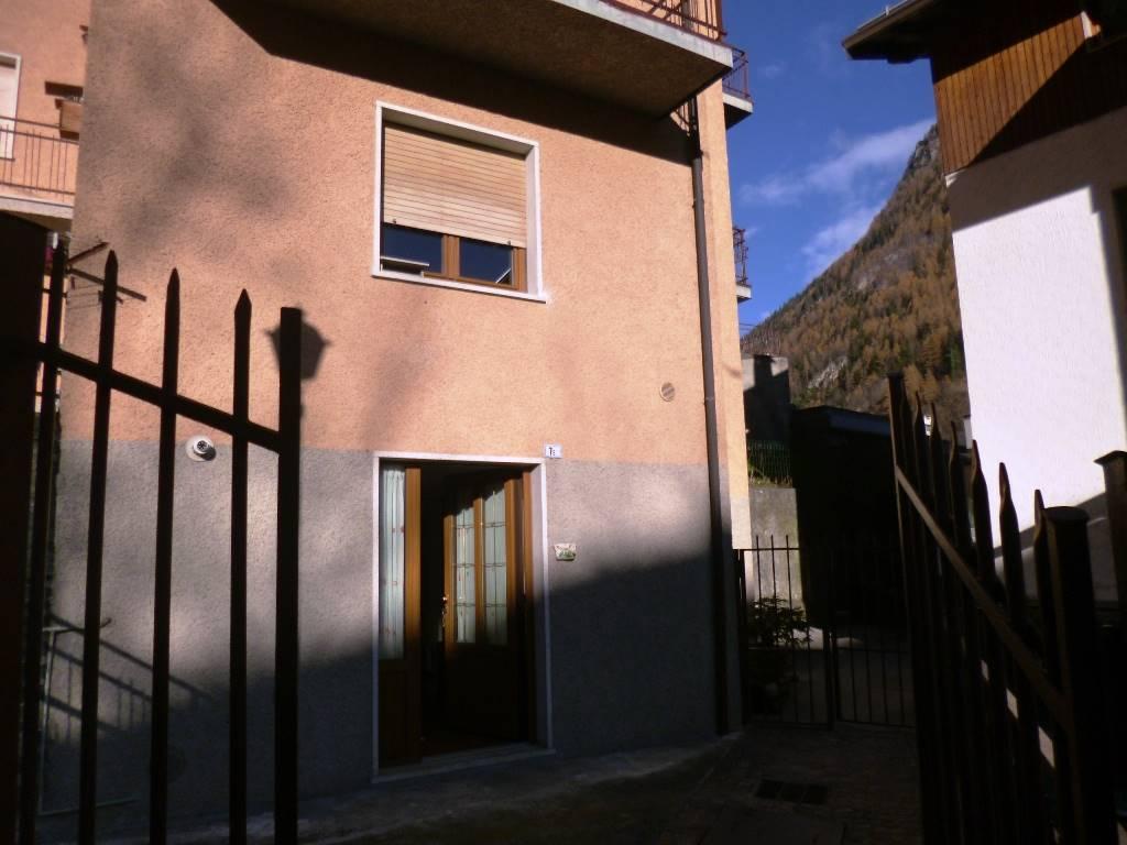 Soluzione Indipendente in affitto a Branzi, 2 locali, prezzo € 2.400   CambioCasa.it