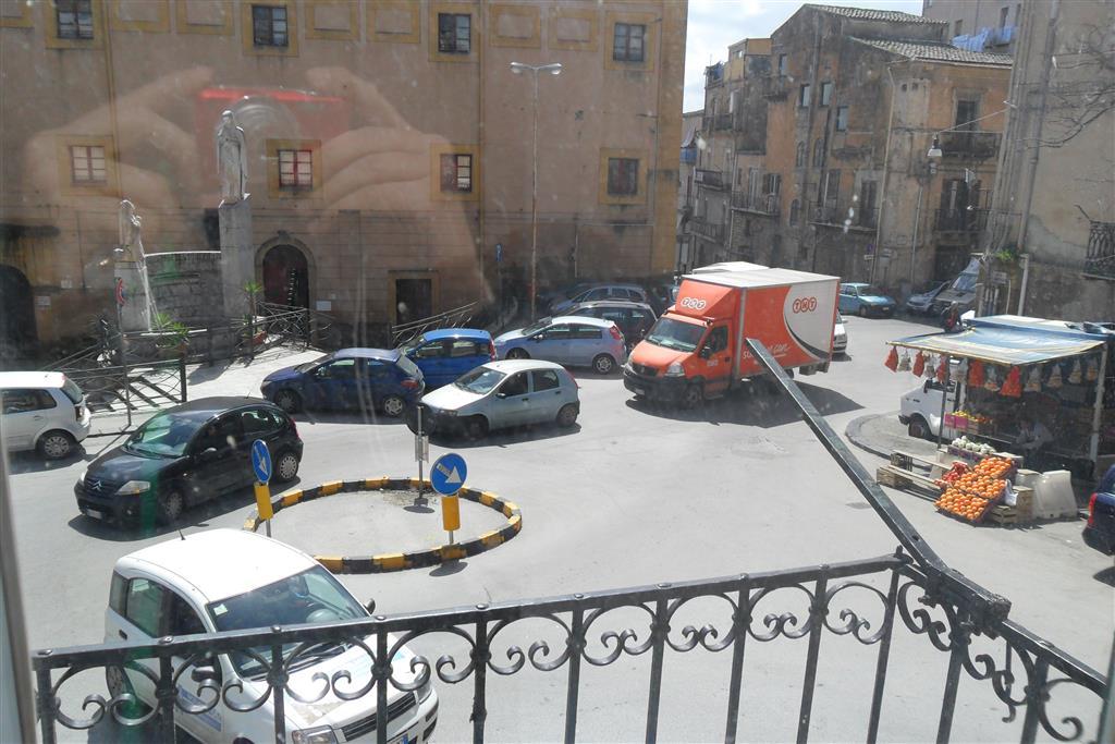 Appartamento indipendente, Semicentro, Caltanissetta, ristrutturato