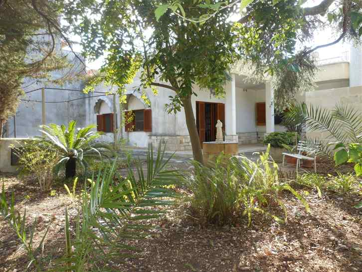 Villa a schiera, Lizzanello, da ristrutturare