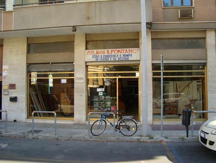 Immobile Commerciale in affitto a Lecce, 4 locali, zona Zona: Mazzini, prezzo € 1.700 | Cambio Casa.it