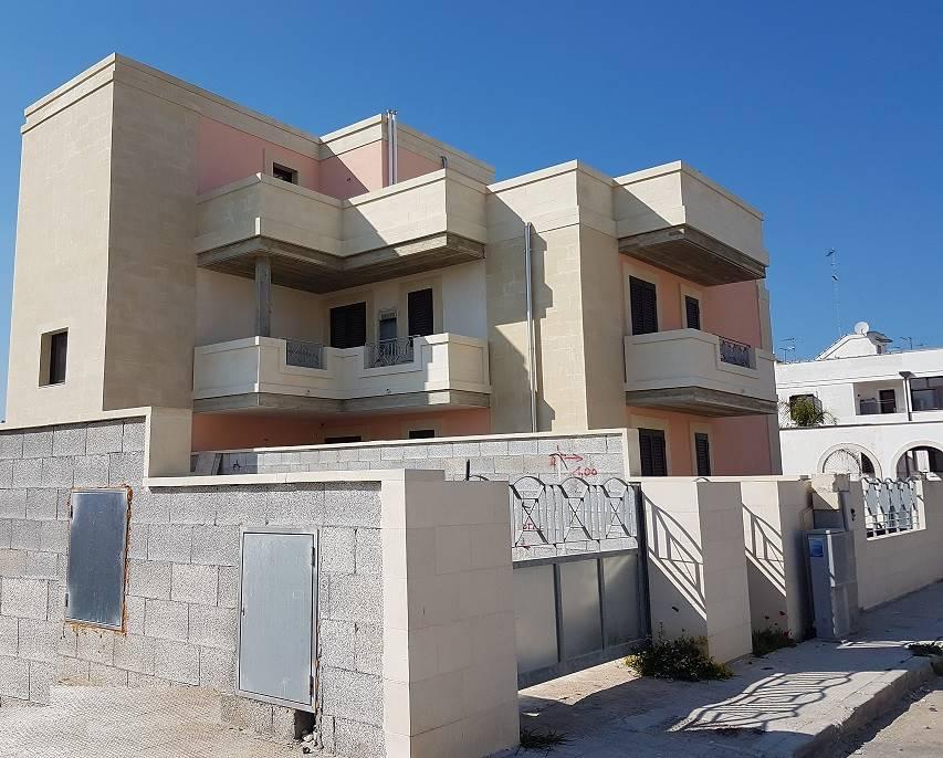 Appartamento in vendita a Cavallino, 4 locali, zona Zona: Castromediano, prezzo € 165.000 | Cambio Casa.it