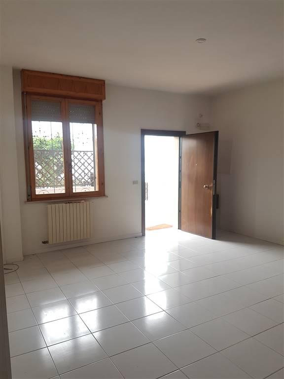 Appartamento in affitto a Lecce, 3 locali, zona Località: ZONA EST, prezzo € 600 | CambioCasa.it