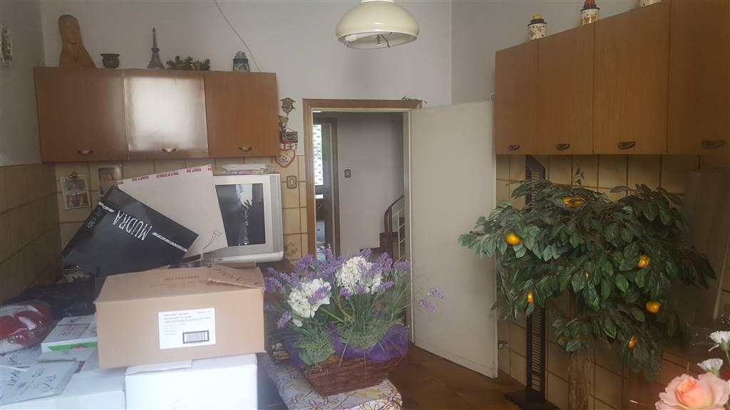 Soluzione Indipendente in vendita a Agliana, 6 locali, zona Zona: San Piero, prezzo € 280.000 | CambioCasa.it