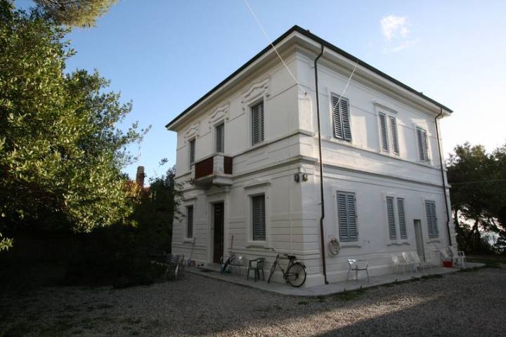 Villa in vendita a Livorno, 12 locali, zona Zona: Quercianella, Trattative riservate | Cambio Casa.it