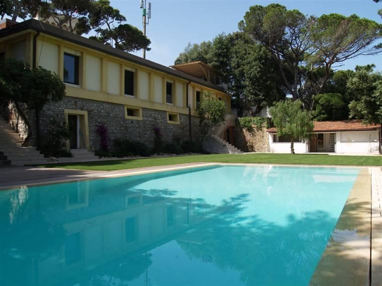 Villa in vendita a Rosignano Marittimo, 10 locali, zona Zona: Castiglioncello, Trattative riservate   CambioCasa.it