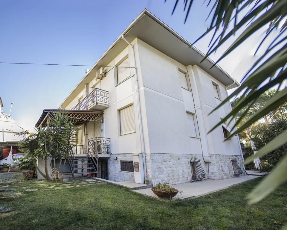 Villa in vendita a Cecina, 15 locali, prezzo € 850.000 | Cambio Casa.it