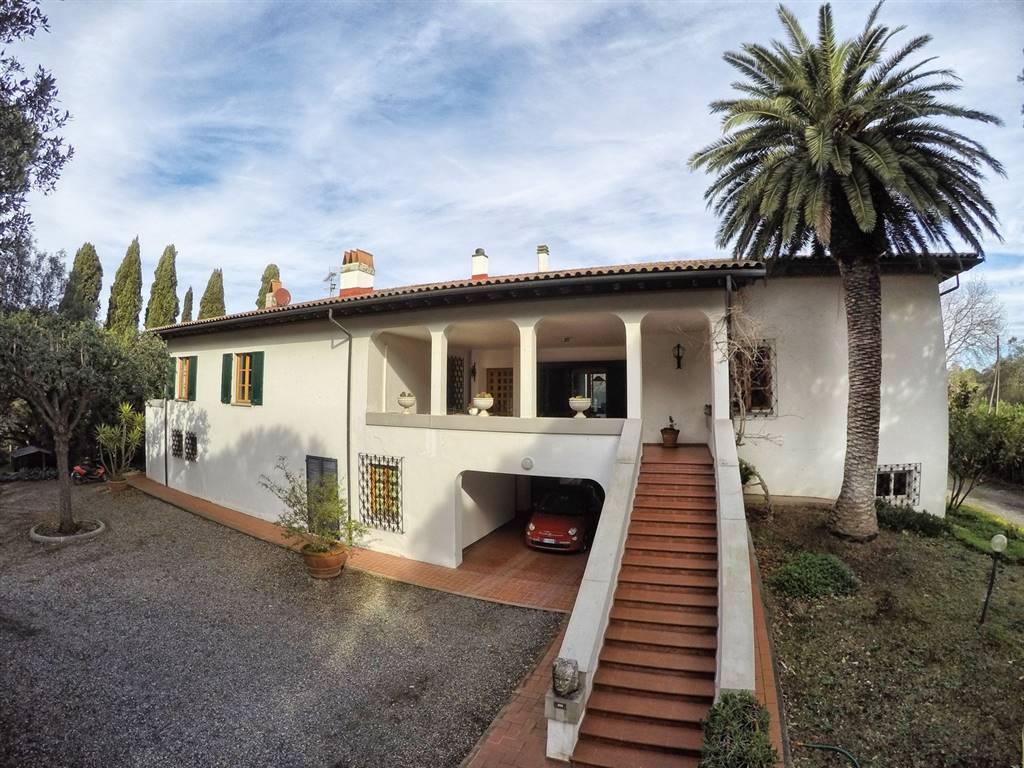 Villa in vendita a Cecina, 22 locali, Trattative riservate | CambioCasa.it