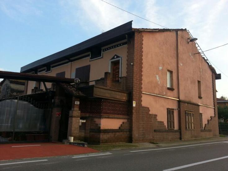 Appartamento vendita SORAGNA (PR) - 7 LOCALI - 500 MQ