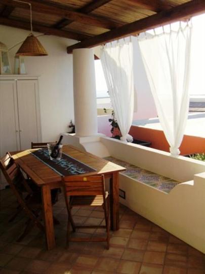 Soluzione Indipendente in affitto a Santa Marina Salina, 3 locali, Trattative riservate | Cambio Casa.it