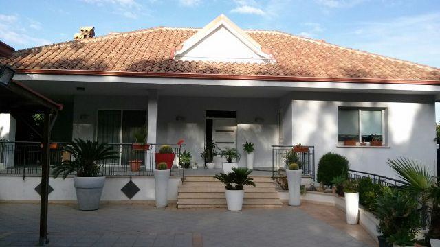 Villa in vendita a Terrasini, 7 locali, prezzo € 420.000   Cambio Casa.it