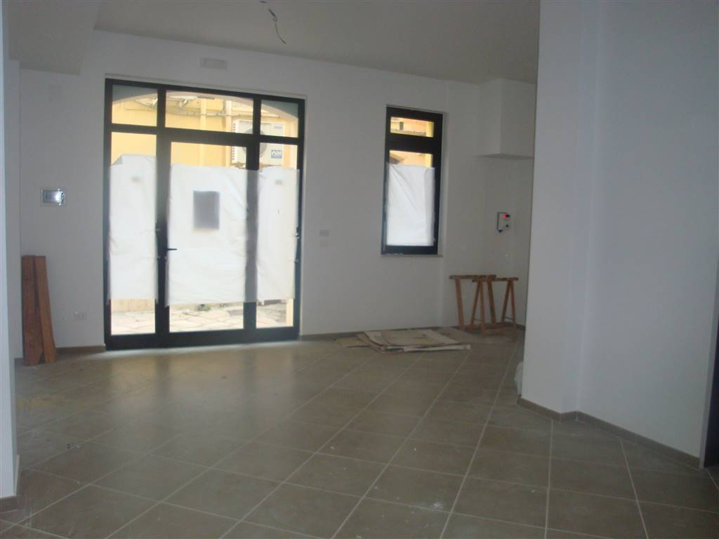 Immobile Commerciale in affitto a San Severo, 3 locali, prezzo € 380 | CambioCasa.it
